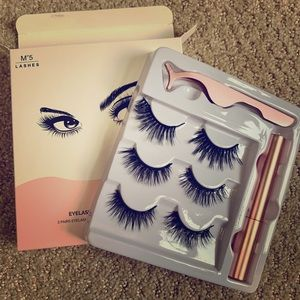 ⭐️NEW⭐️ Magnetic Eyelashes with Tweezers (3 Pairs)